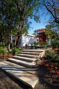 บ้านหลังใหญ่ร่วมสมัย บรรยากาศแสนผ่อนคลาย ใส่ใจโลกสีเขียว